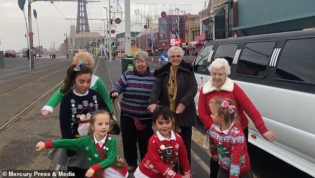 Ngôi trường hạnh phúc nhất nước Anh dịp Giáng sinh 2018 - Ảnh 3.