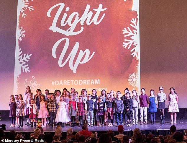 Ngôi trường hạnh phúc nhất nước Anh dịp Giáng sinh 2018 - Ảnh 5.