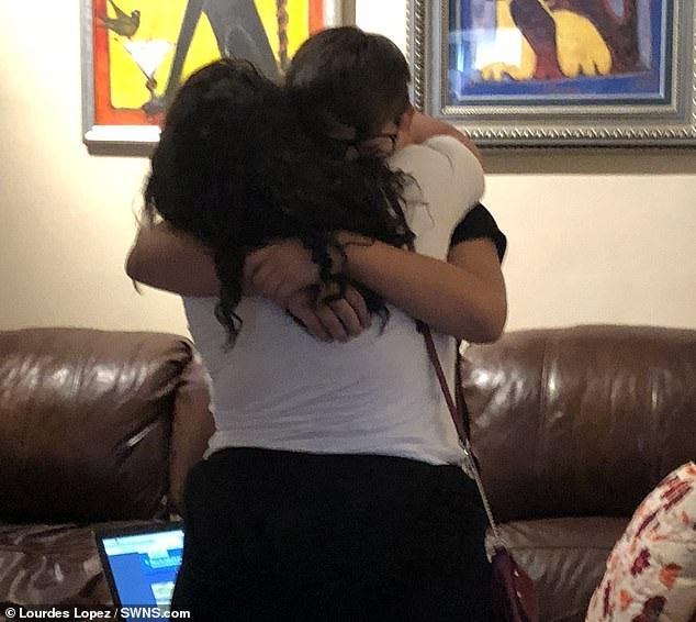 Khoảnh khắc xúc động cậu bé mồ côi được chính cô giáo của mình nhận nuôi - Ảnh 1.