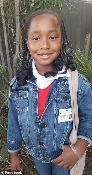 Ella-Lorraine Brown mặc trang phục thời sinh viên của bà Michelle Obama.
