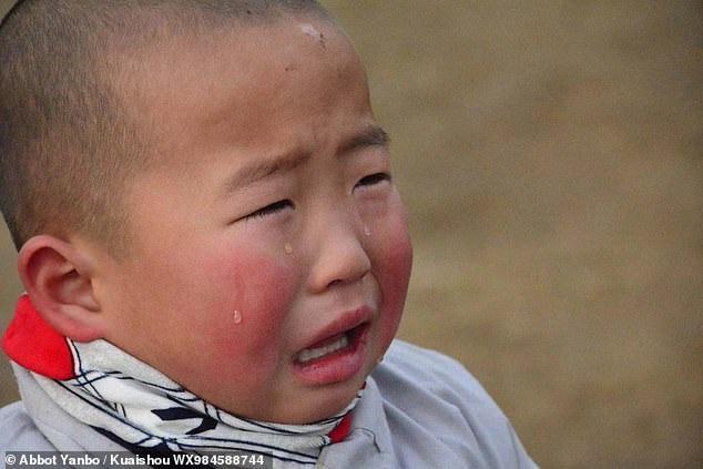 """Tiểu hòa thượng 3 tuổi gây """"bão"""" mạng xã hội tại Trung Quốc - Ảnh 3."""
