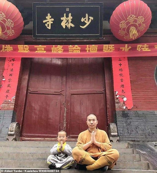 """Tiểu hòa thượng 3 tuổi gây """"bão"""" mạng xã hội tại Trung Quốc - Ảnh 4."""