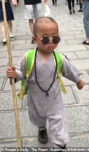 """Tiểu hòa thượng 3 tuổi gây """"bão"""" mạng xã hội tại Trung Quốc - Ảnh 5."""