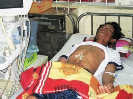 Ngư dân đang được điều trị tại BVĐK tỉnh Bạc Liêu.