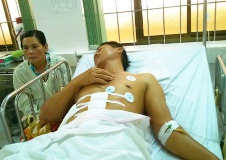 Ông Nhờ đang được điều trị tại bệnh viện.