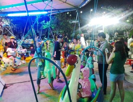Có cả khu vui chơi dành cho trẻ nhỏ.
