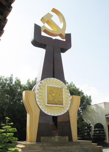 Biểu tượng nơi thành lập Chi bộ Đảng cộng sản đầu tiên của tỉnh Bạc Liêu...