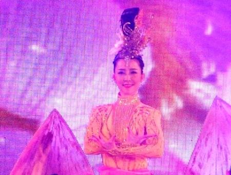 Nghệ sĩ múa Linh Nga trong đêm diễn ở Cần Thơ.