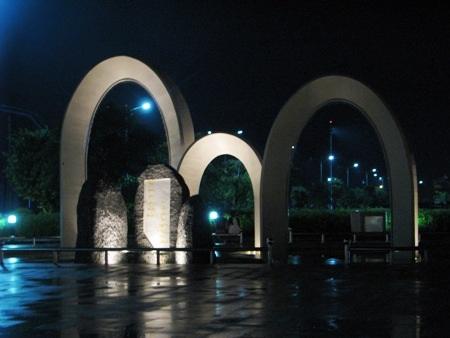 Biểu tượng kết nghĩa Bạc Liêu - Ninh Bình lung linh về đêm.