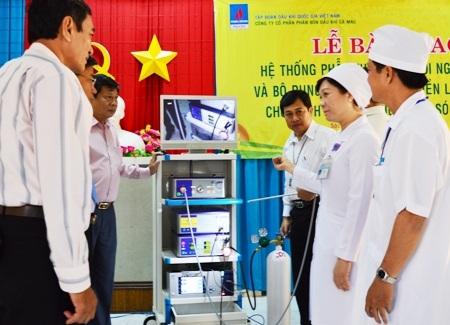 Bàn giao thiết bị y tế cho BVĐK Sóc Trăng.