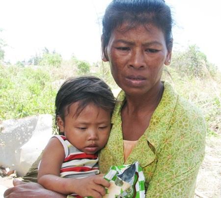 Bà ngoại nghèo trở thành mẹ bất đắc dĩ che chở cho các cháu để khi đói khi no có nhau.
