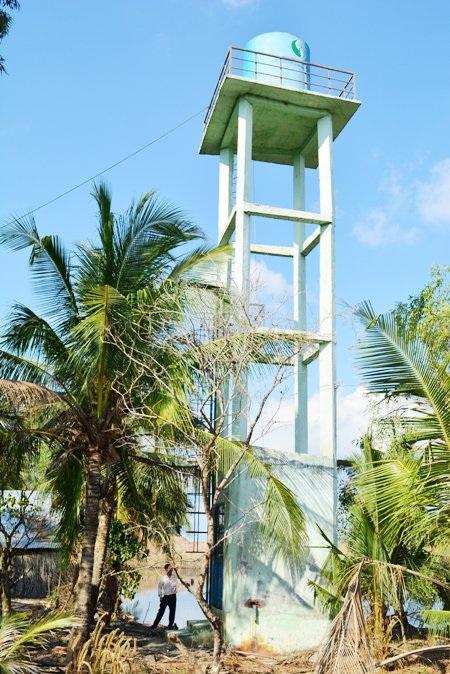 Công trình nước sạch đắp chiếu khiến người dân gặp khó khăn hơn.