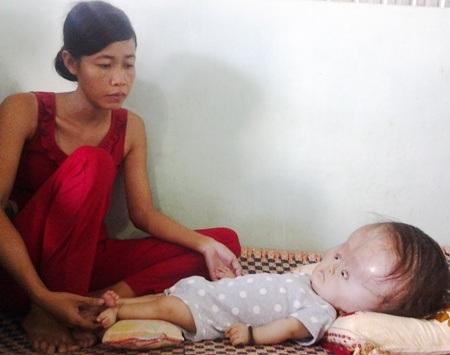 Mẹ con chị Trần Thị Lượm nhận được nhiều sự quan tâm của bạn đọc Dân trí.