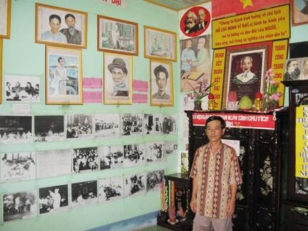 Bên cạnh những hình ảnh từ sách báo, anh Nhung còn cho vẽ ảnh Bác.