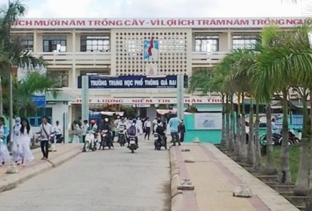 Trường THPT Giá Rai, một điểm thi của cụm thi 38 tại huyện Giá Rai, tỉnh Bạc Liêu.