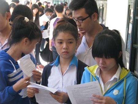 Nhiều thí sinh tỏ ra khá hồi hộp trong ngày làm thủ tục dự thi