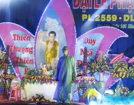Tăng ni hát mừng ngày Phật Đản.