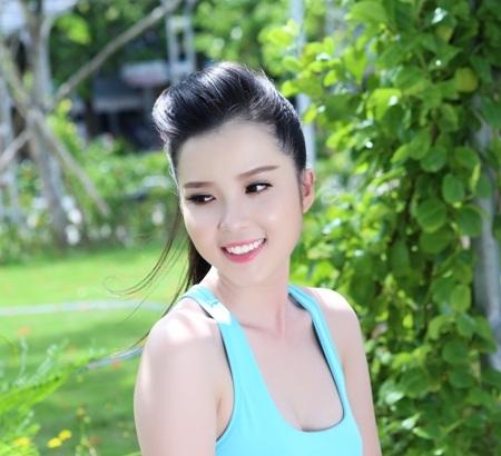 Hoa khôi Huỳnh Thúy Vi ngày càng xinh đẹp sau khi giành ngôi vị Hoa khôi HSSV Cần Thơ 2014.