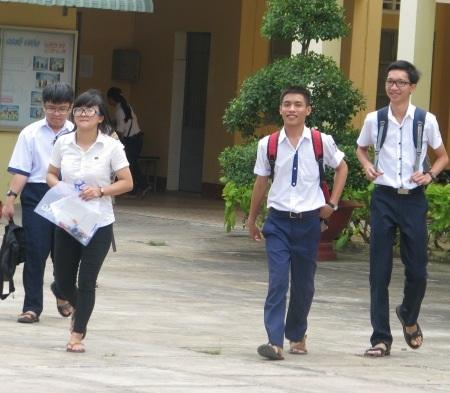 Thí sinh cụm thi Bạc Liêu hoàn thành môn Ngữ Văn. (Ảnh: Huỳnh Hải)