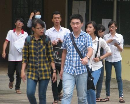 Thí sinh cụm thi Bạc Liêu hoàn thành môn thi Vật Lý.