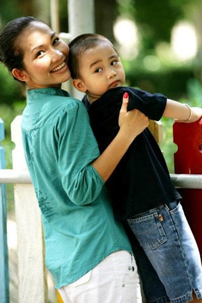 Tâm sự gửi con của những bà mẹ đơn thân - 1