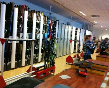 Một góc khu để đồ trượt tuyết