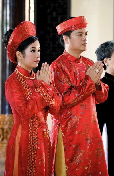 Sau khi quy chuẩn quốc phục, các chính trị gia sẽ mặc quốc phục khi ra nước ngoài ngoại giao