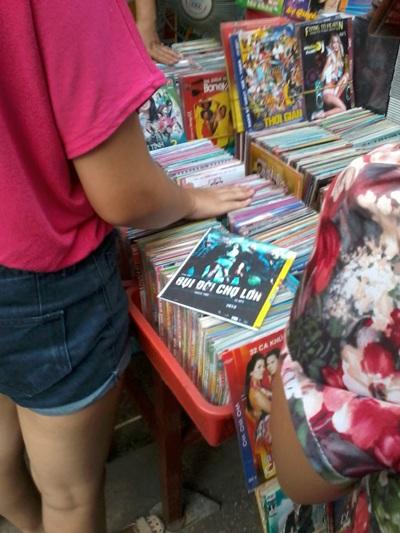 Bụi đời chợ Lớn bán đầy ở chợ trời Hà Nội