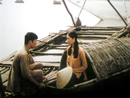 Đỗ Thế Quân và Nguyễn Thị Huyền trong phim Thời xa vắng