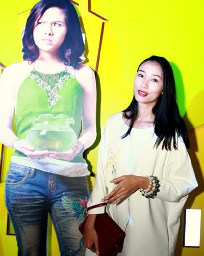 Đến chúc mừng đoàn làm phim còn có sự góp mặt của người mẫu Huyền Trang