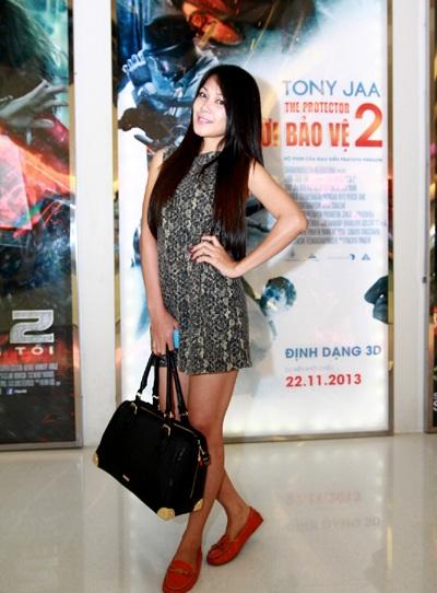 Xuất hiện tại buổi ra mắt phim còn có diễn viên Đinh Y Nhung