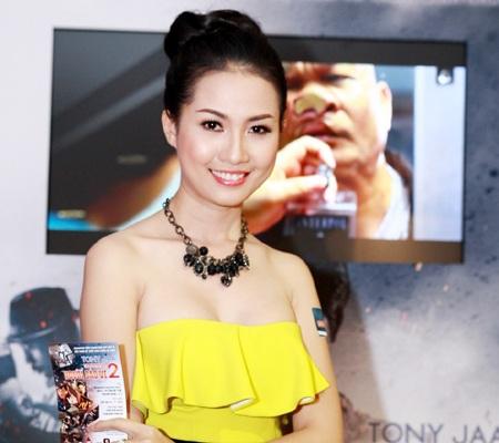 Người đẹp Phan Thị Mơ đến dự buổi ra mắt phim tối qua