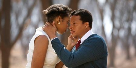 Những cảnh để lại nhiều cảm xúc cho người xem trong phim Winnie Mandela (2011).