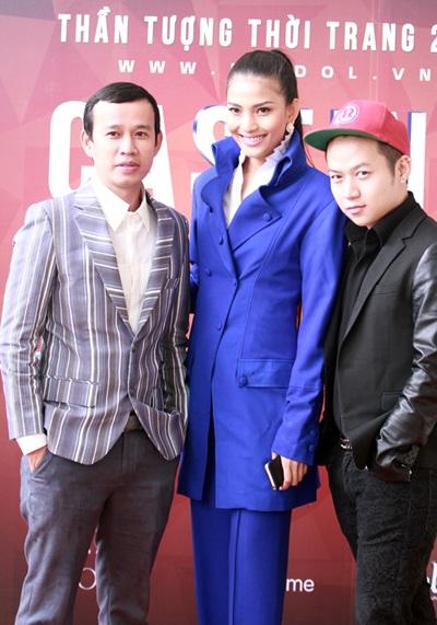 Á hậu Trương Thị May xuất hiện cùng thầy cũ Phúc Nguyễn