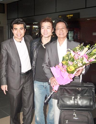 Rất đông khán giả hâm mộ đã ra sân bay đón Chế Linh