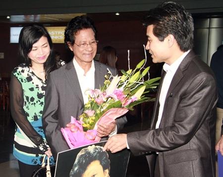 Chế Linh trở về cùng vợ