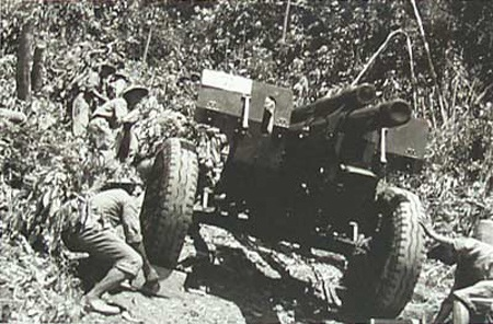Người nhạc sỹ già và những ký ức không quên ở Điện Biên năm 1954 (ảnh Hương Ngân)
