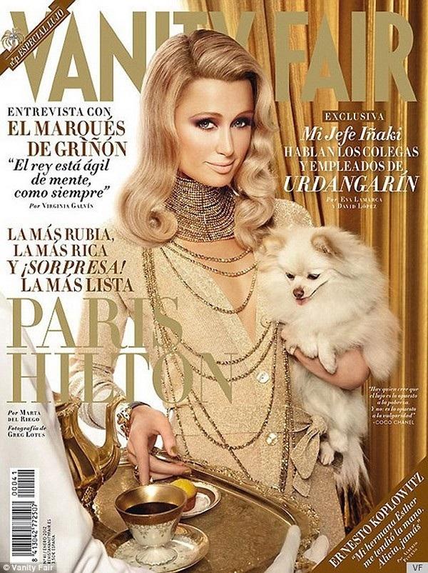 Không biết tiểu thư nhà giàu Paris Hilton nghĩ gì khi thấy gương mặt của mình bị Photoshop như tượng sáp trên bìa tạp chi Vanity Fair?