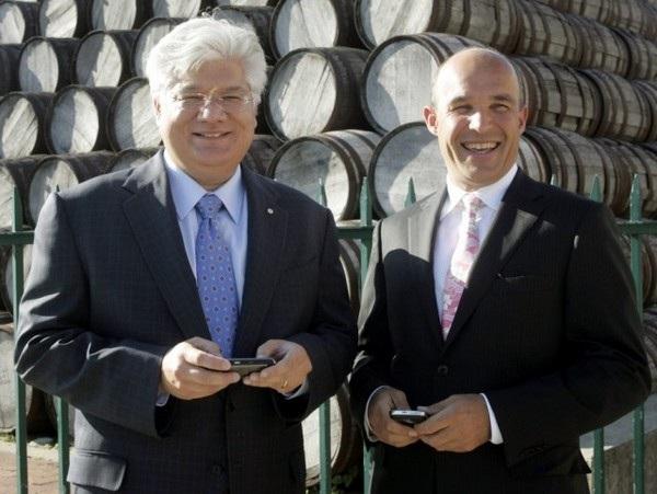 Cặp đôi CEO đã cùng nhau dẫn dắt RIM trong suốt 20 năm, Mike Lazaridis (phải) và Jim Balsillie (trái)