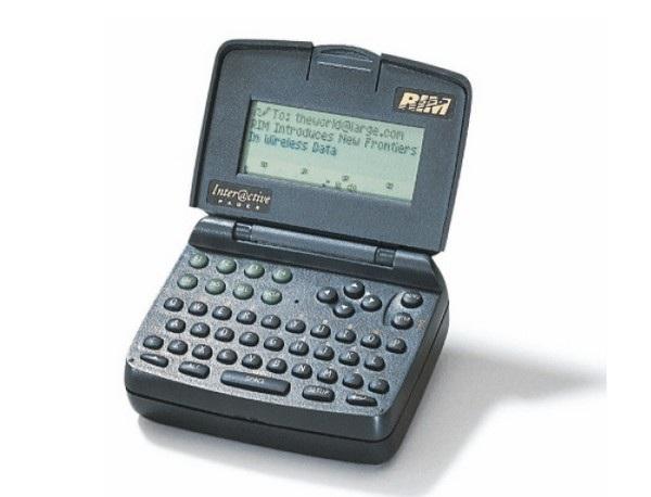 RIM 900, thiết bị di động đầu tiên của RIM