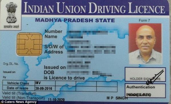 Ông Vikram đã thi đậu bằng lái xe vào năm ngoái, sau một thời gian dài thuyết phục cơ quan chức năn để được dự thi