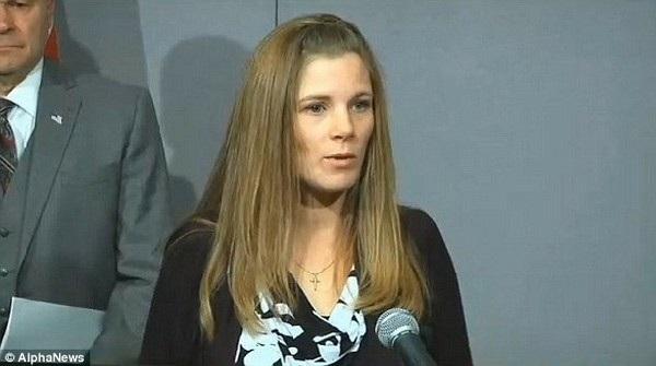 Anmarie Calgaro kiện con trai của mình, nay đã trở thành con gái, vì phẫu thuật chuyển giới mà không xin phép cô