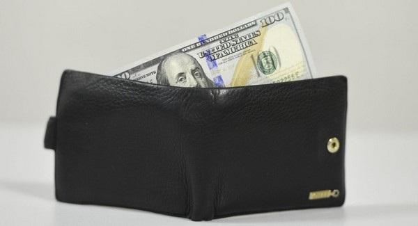 Nhân viên đã lấy cắp ví tiền của ông chủ ngay trong ngày đầu đến phỏng vấn xin việc (Ảnh minh họa)