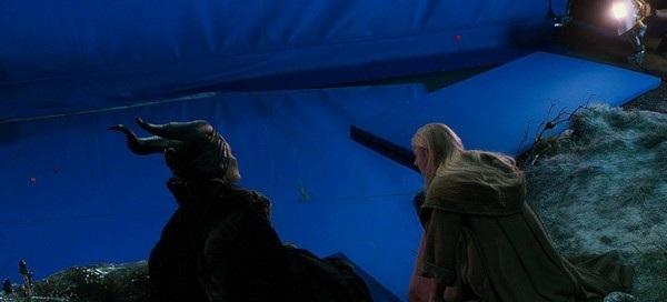 """Một cảnh trong bộ phim """"Maleficent"""" sau và trước khi được xử lý hình ảnh"""