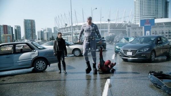 """Chàng diễn viên phải đeo một đôi giày độn cao để có thể hóa thân thành một nhân vật có thân hình to lớn trong bộ phim """"Deadpool"""""""