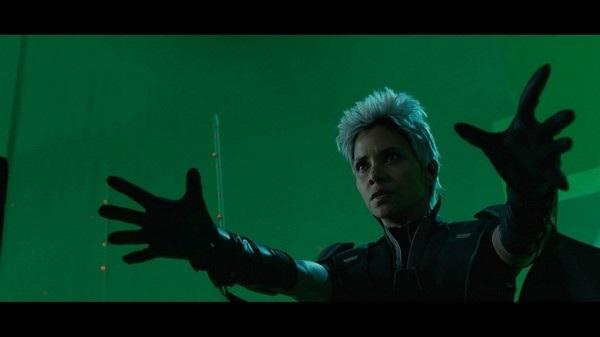 """Tấm phông xanh phía sau lưng diễn viên trong bộ phim """"X-Men: Ngày cũ của tương lai"""" sẽ được xử lý lại khi lên phim"""