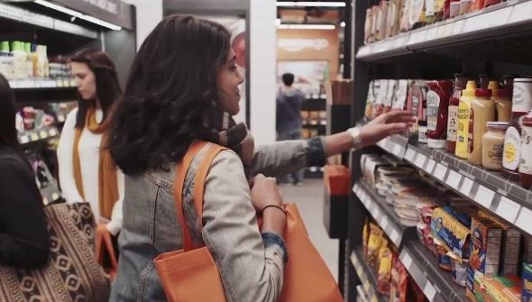 Với Amazon Go, người dùng chỉ việc bước vào cửa hàng, lấy đồ mình cần và đi ra mà không cần phải tính tiền