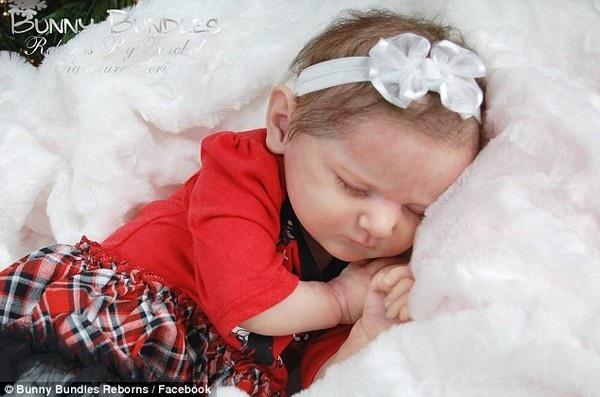 Những con búp bê của Cadle có kích thước và hình dáng giống hệt những đứa trẻ mới sinh