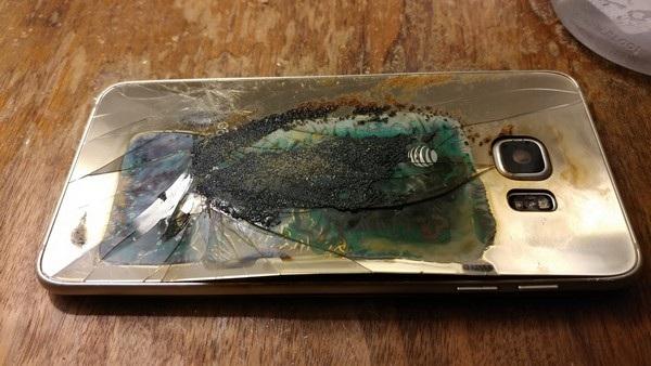 Sau vụ nổ, chiếc Galaxy S6 edge bị hư hại cả ở mặt trước lẫn mặt sau sản phẩm