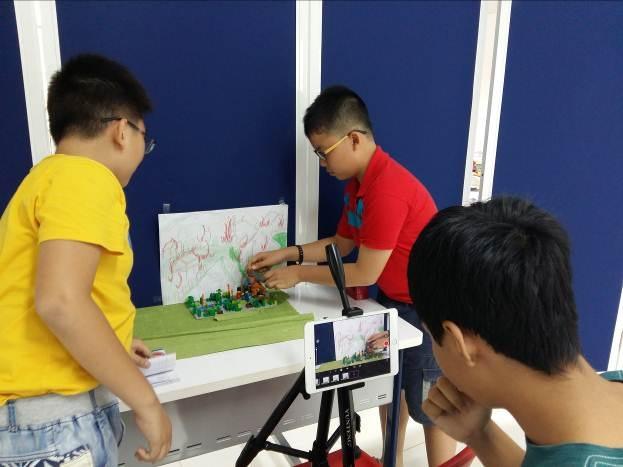 Giáo trình STEAM của AEG giúp học sinh sớm tiếp cận với các bộ môn công nghệ, khoa học, kỹ thuật.
